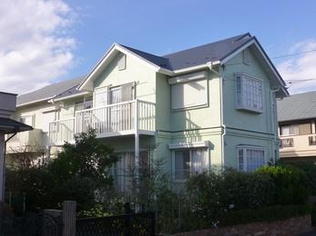 築25年を経過した外装リフォームでしたので、屋根は葺き替えと外装の消耗品交換と塗り替えをセットでご提案いたしました。