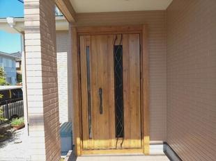 外装リフォームをお願いしたので、玄関ドア交換もお願いしました